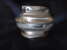 VINTAGE TABLE LIGHTER RONSON QUEEN ANNE SILVER PLATED 850882 ORNATE DESIGN